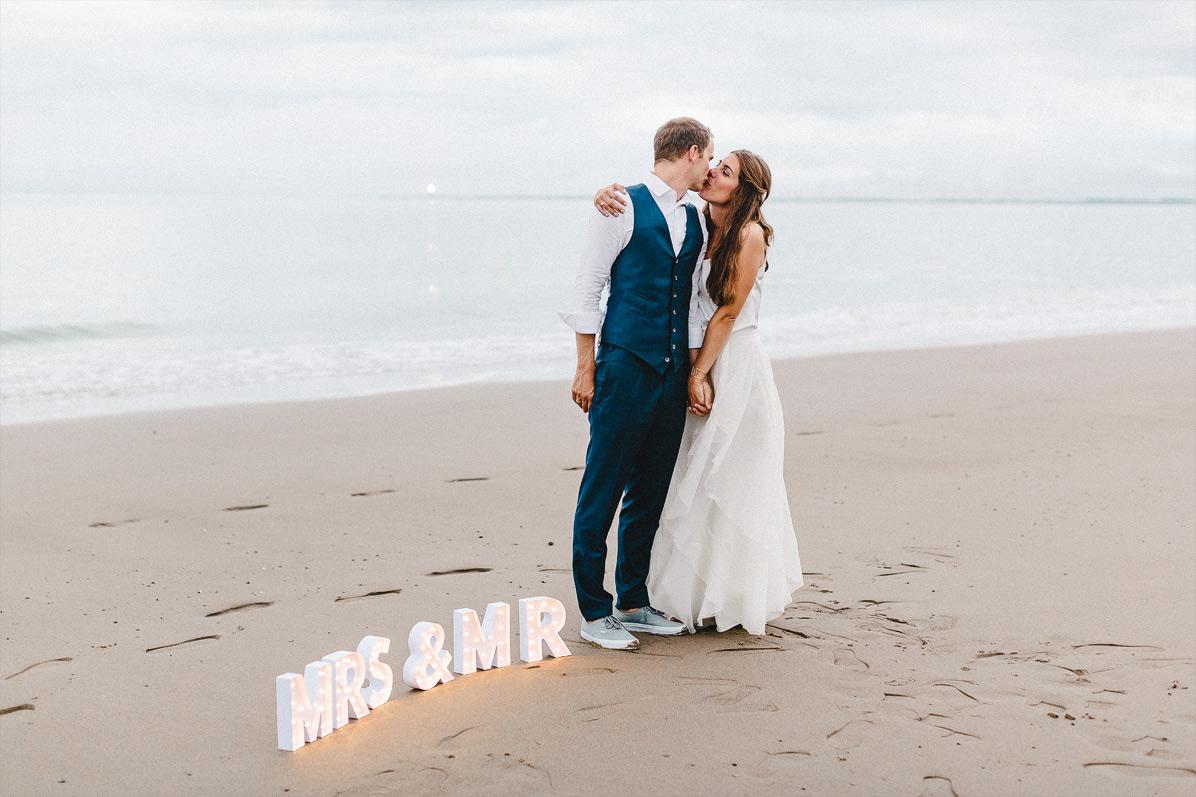 Hochzeitsfoto einer Strandhochzeit an der Nordsee in Holland
