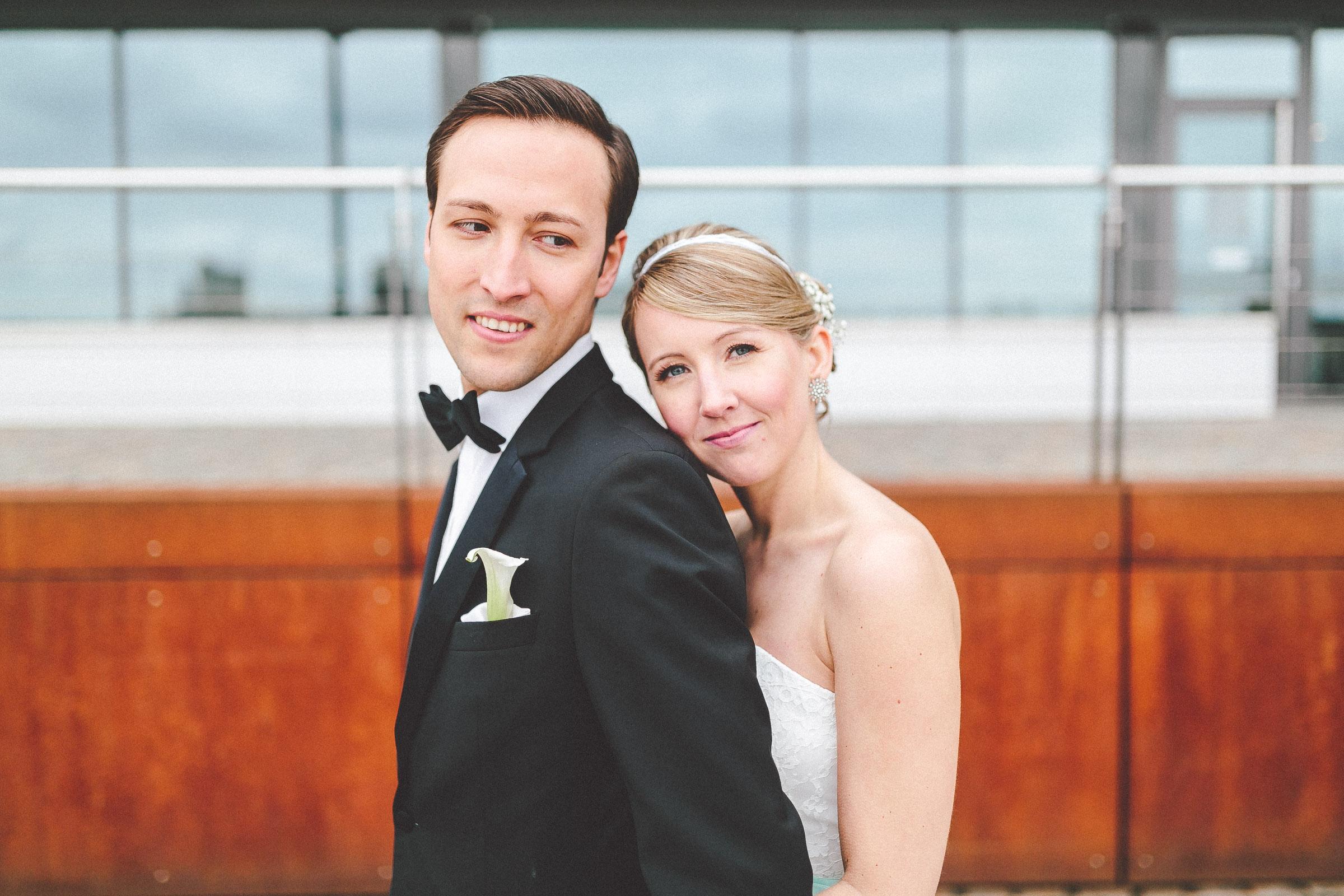 Hochzeitsfotos im Rheinauhfaen und Hochzeit im Kunstsalon Köln